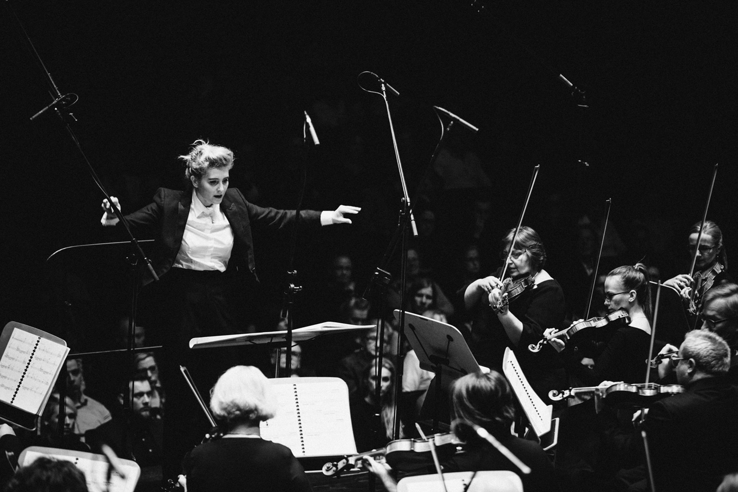 Patrycja Pieczara i Orkiestra Filharmonii W Szczecinie Fot.Kinga Karpati&Daniel Zarewicz PRESTIGE PORTRAIT