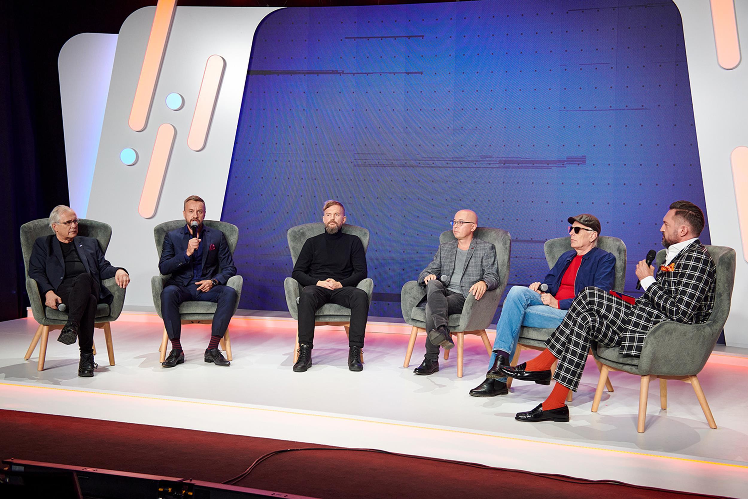 """Panel """"Bezpiecznik dla kultury"""". Od lewej: Andrzej Puczyński, Tomik Grewiński, Tomasz Organek, Marcin Wasilewski, Tomek Lipiński i Marcin Prokop. Fot. D. Kawka, ZPAV"""