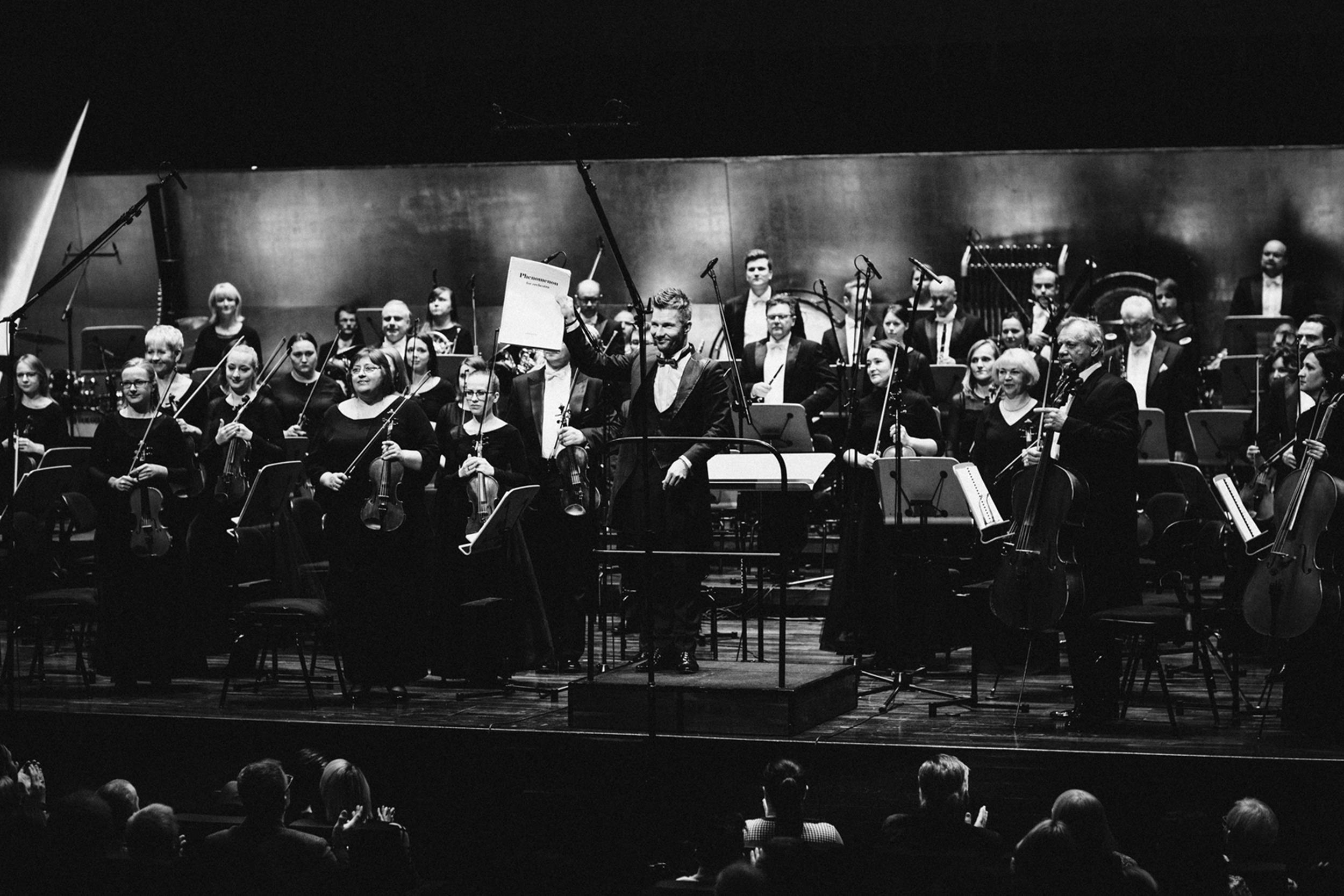 Adam Sztaba i Orkiestra Filharmonii im. M Karłowicza Fot. Kinga Karpati&Daniel Zarewicz PRESTIGE PORTRAIT
