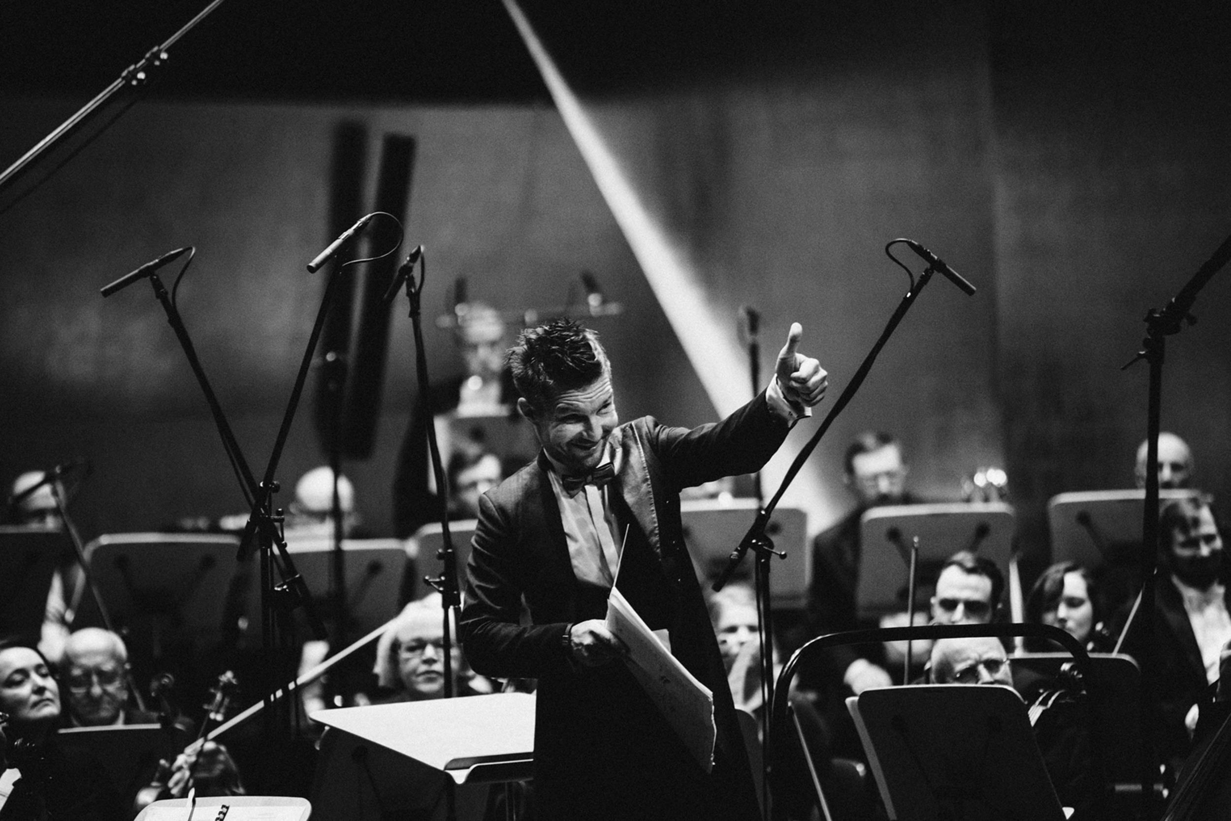 Adam Sztaba i Orkiestra Filharmonii im. M Karłowicza Fot. Kinga Karpati&Daniel Zarewicz PRESTIGE PORTRETS
