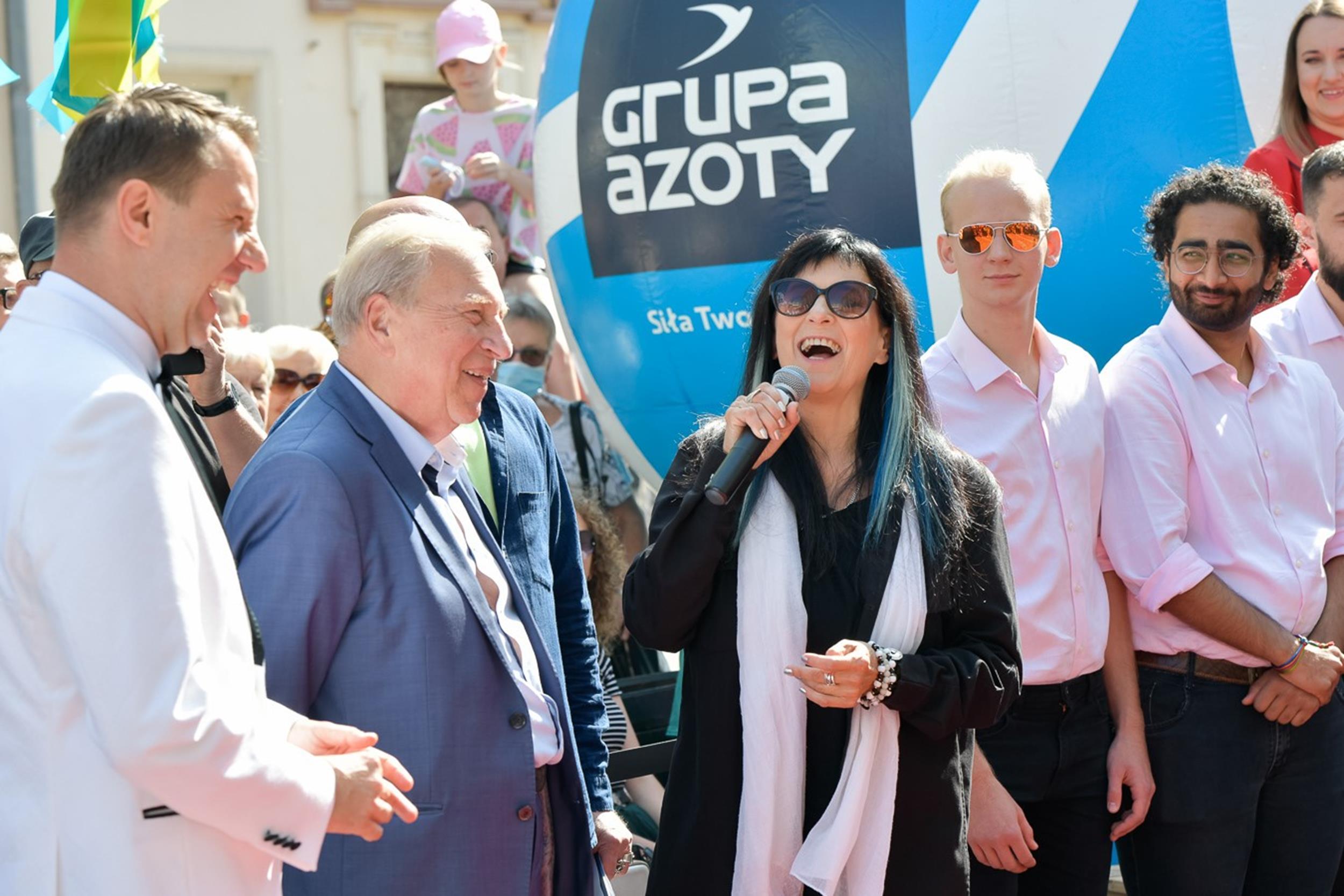 (od lewej) Arkadiusz Wiśniewski Prezydent Miasta Opole, Jerzy Stuhr, Wanda Kwietniewska fot. Sławoj Dubiel